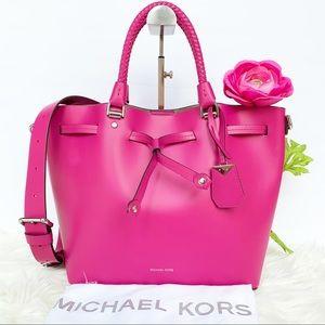 NWT Michael Kors Fischia Bucket Bag